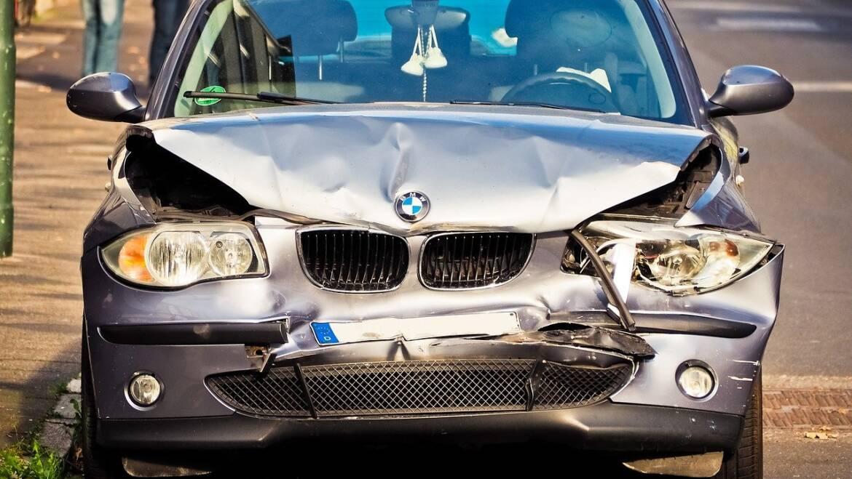 Co zrobić gdy zdarzy nam się wypadek samochodowy?