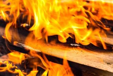 Zabezpieczanie drewna przed ogniem- impregnaty ogniochronne